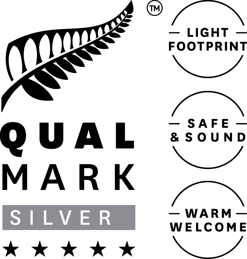 Stacked Qualmark 5 Star Silver Sustainable Tourism Business Award Logo